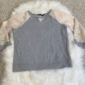 The limited lace sweatshirt cream & grey